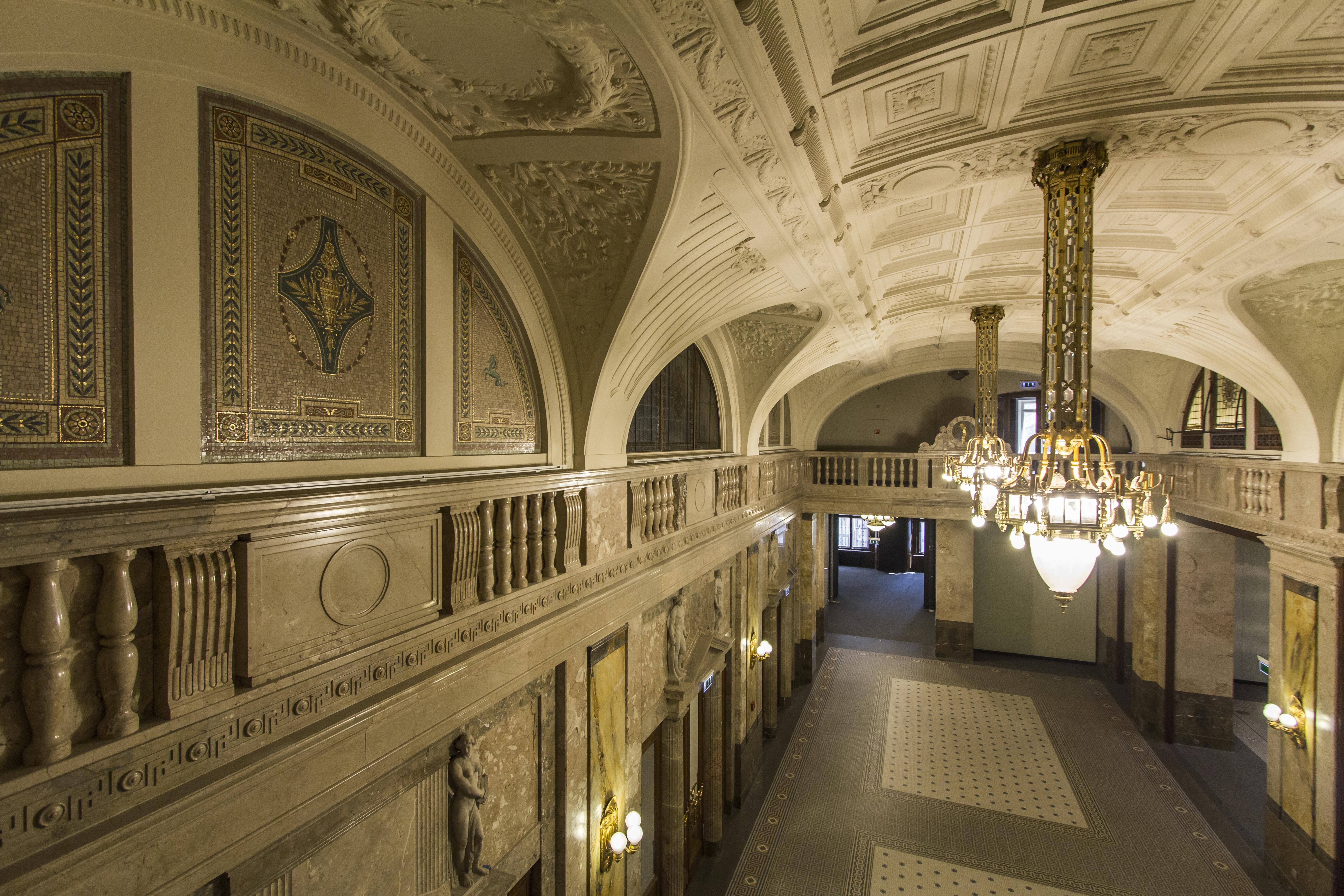 1._cash_hall_heritage_interior_vaci1_budapest_hungary