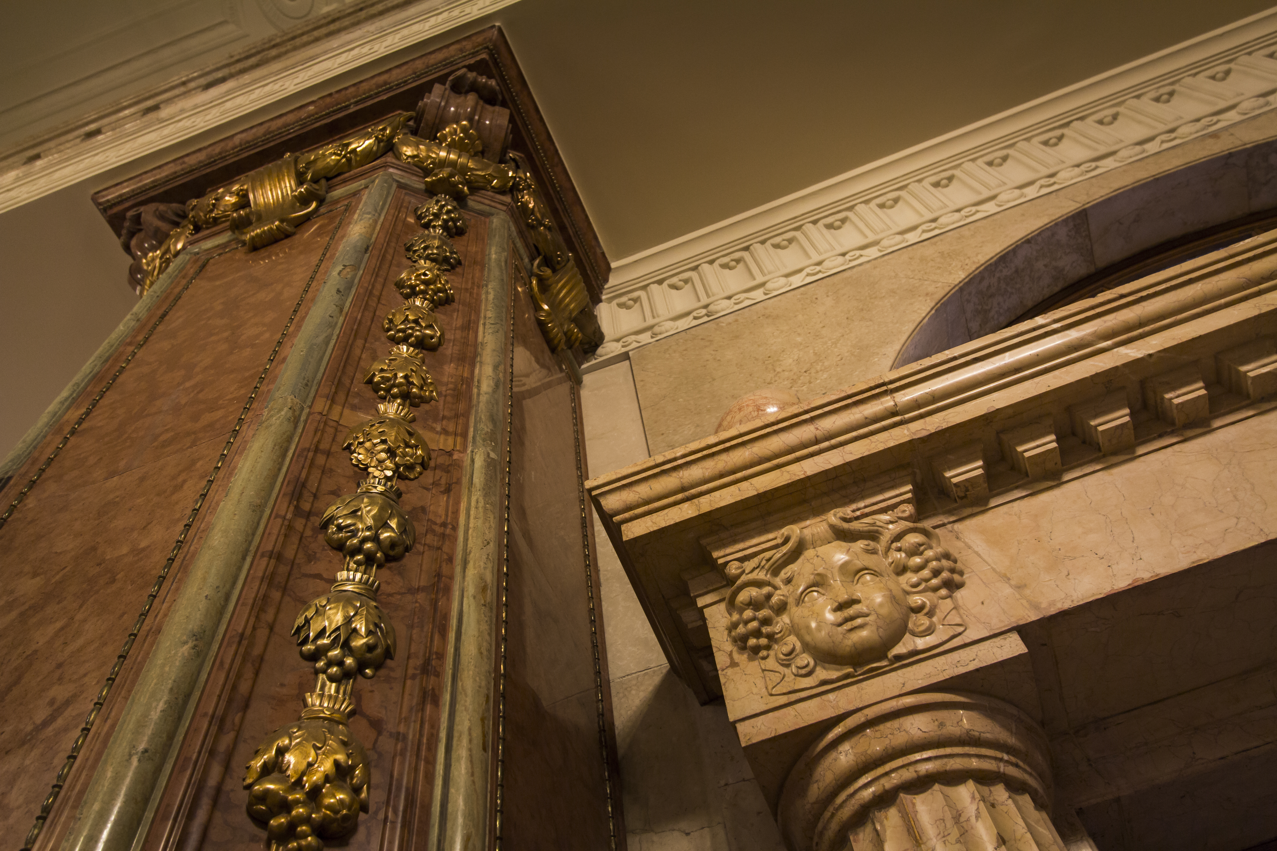 16._red_marble_columns_and_relief_in_the_heritage_area_vaci1_budapest_hungary