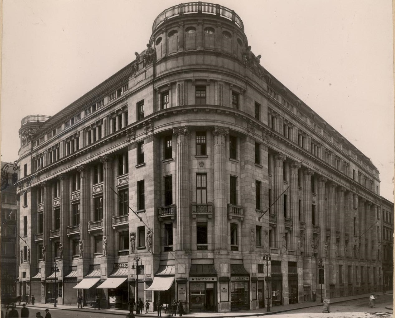 2._archive_image_of_the_building_from_1915_vaci1_budapest_hungary