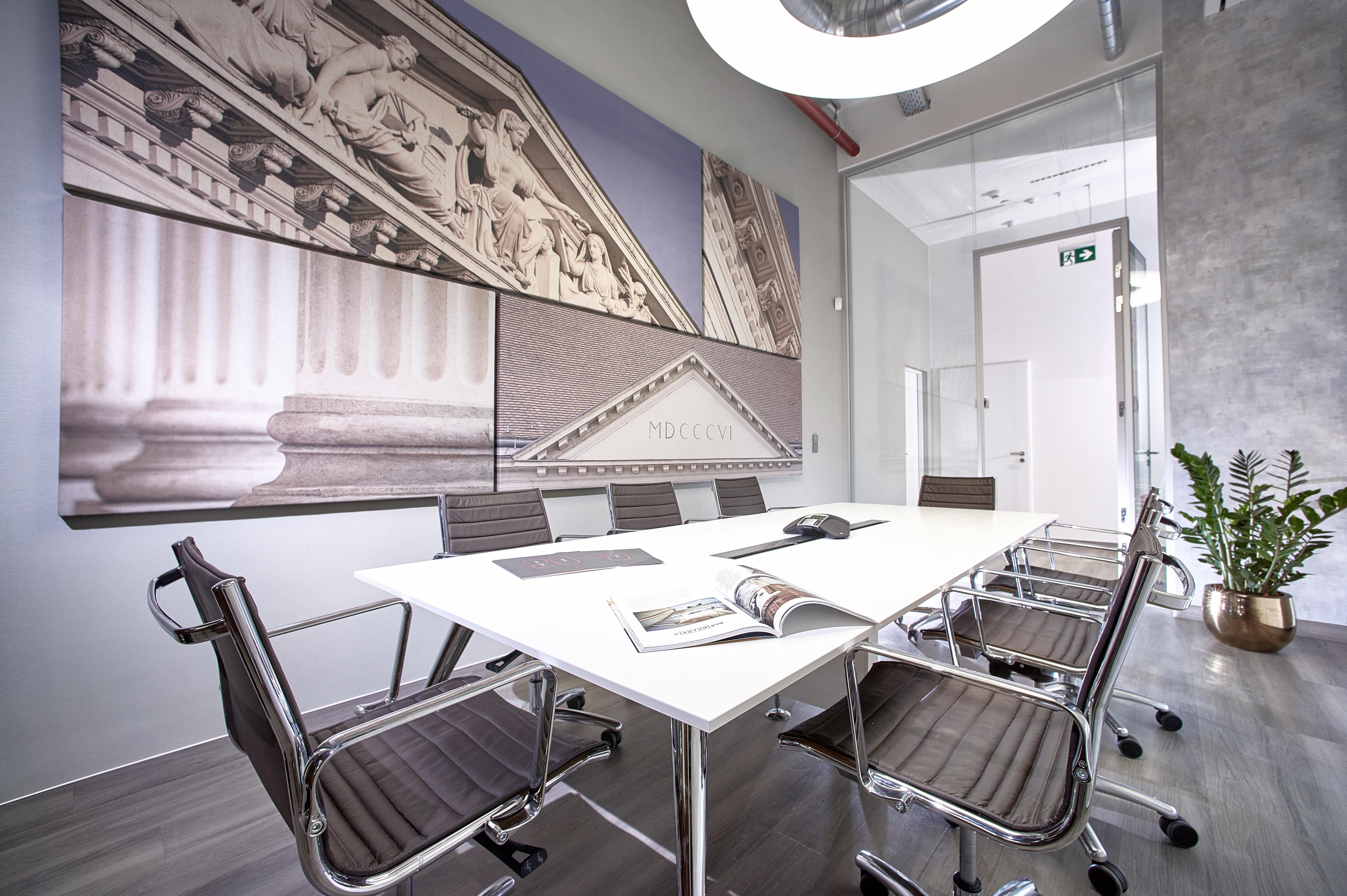 23._modern_meeting_room_on_the_office_floor_vaci1_budapest_hungary