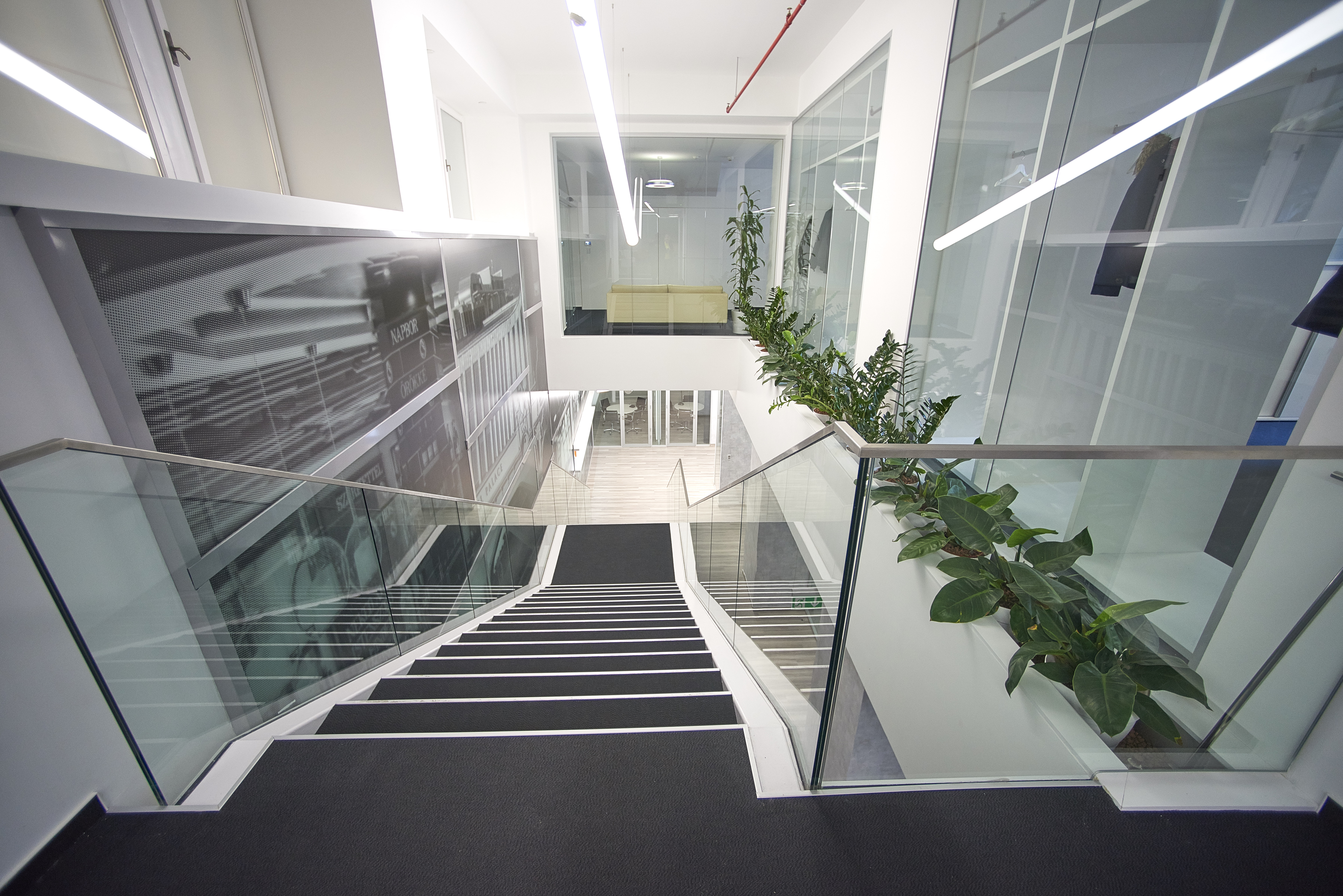 24._modern_staircase_on_office_premises_vaci1_budapest_hungary