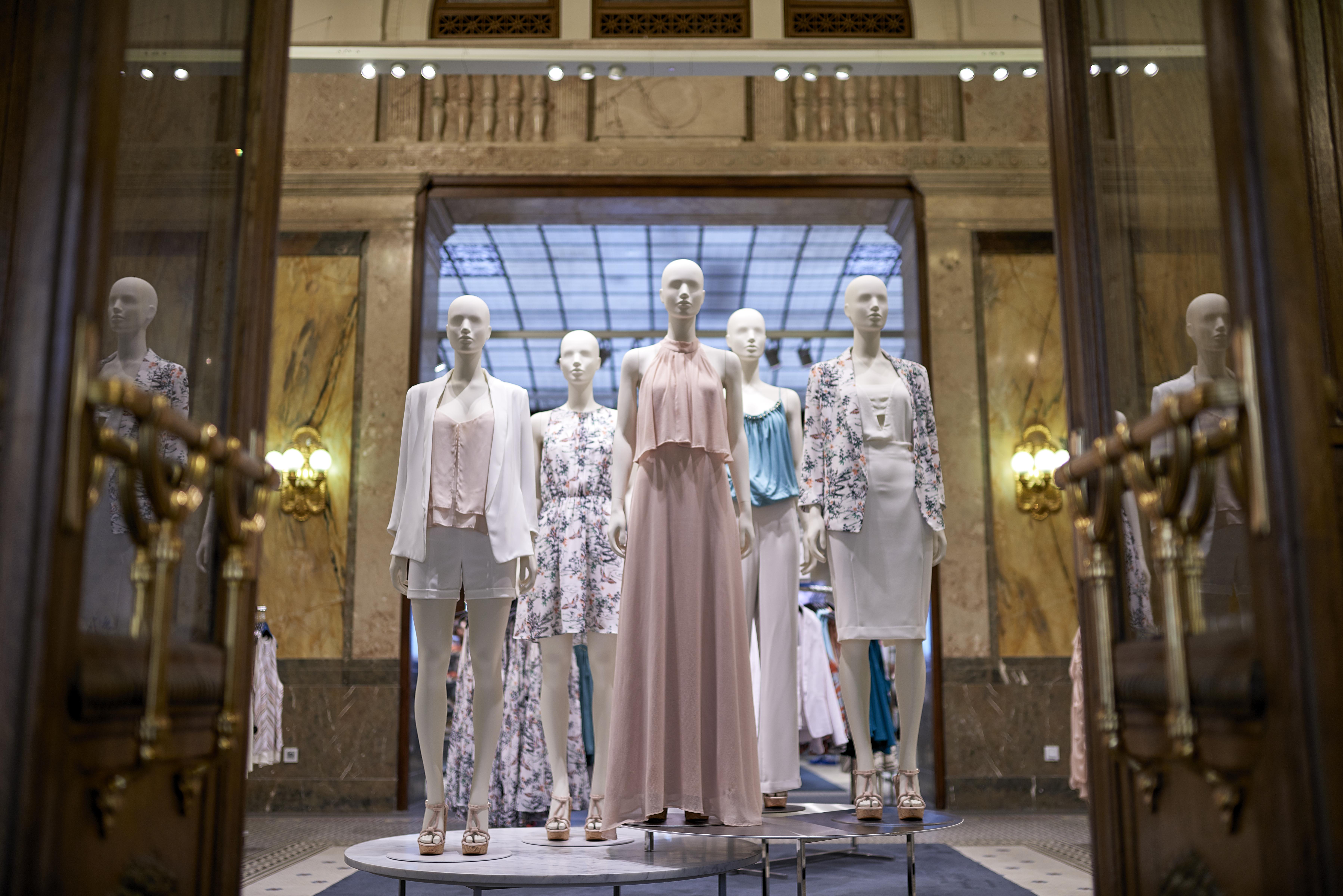 28._hm_flagship_store_heritage_interior_vaci1_budapest_hungary