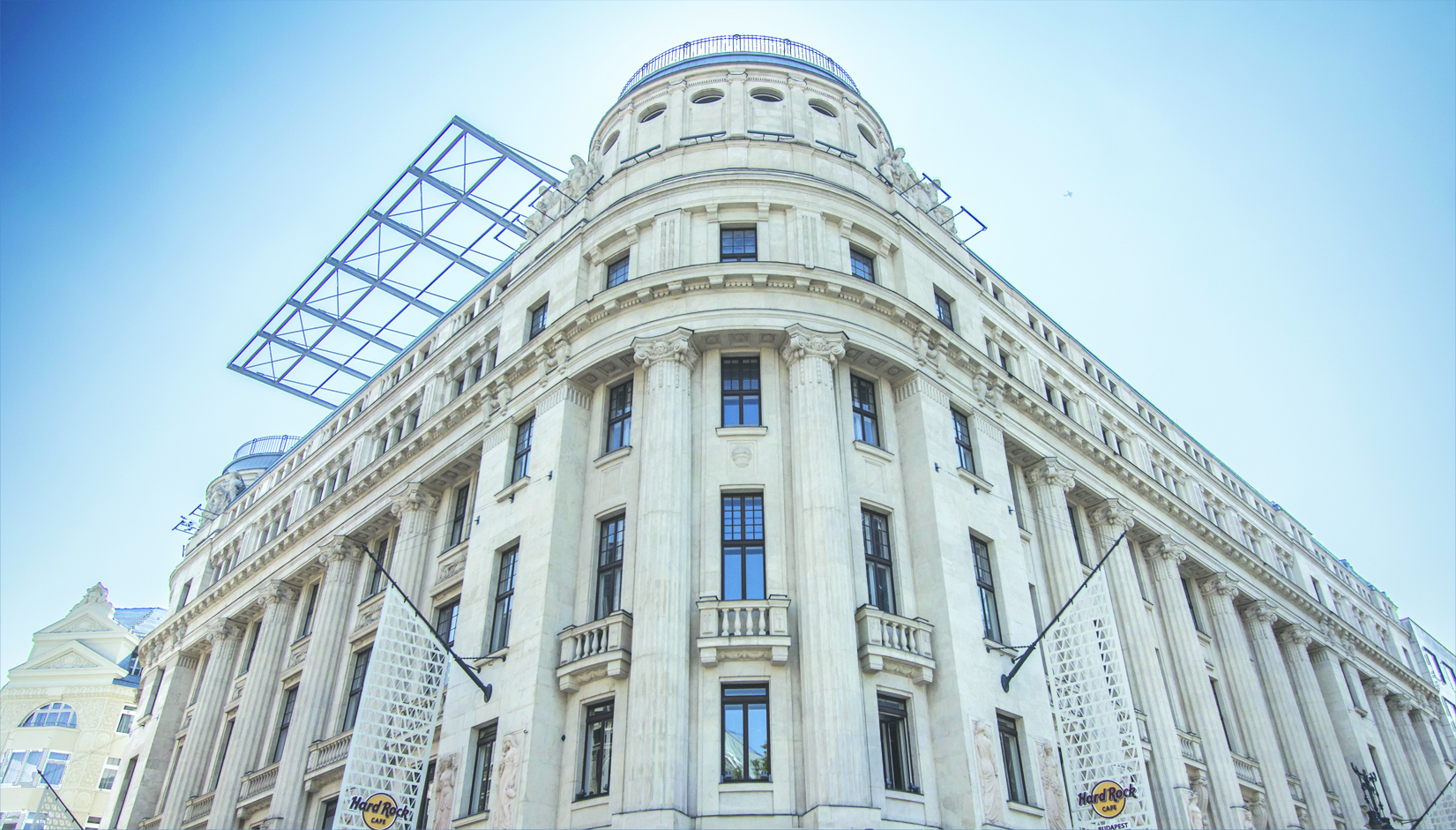 3._building_exterior_from_vorosmarty_square_vaci1_budapest_hungary