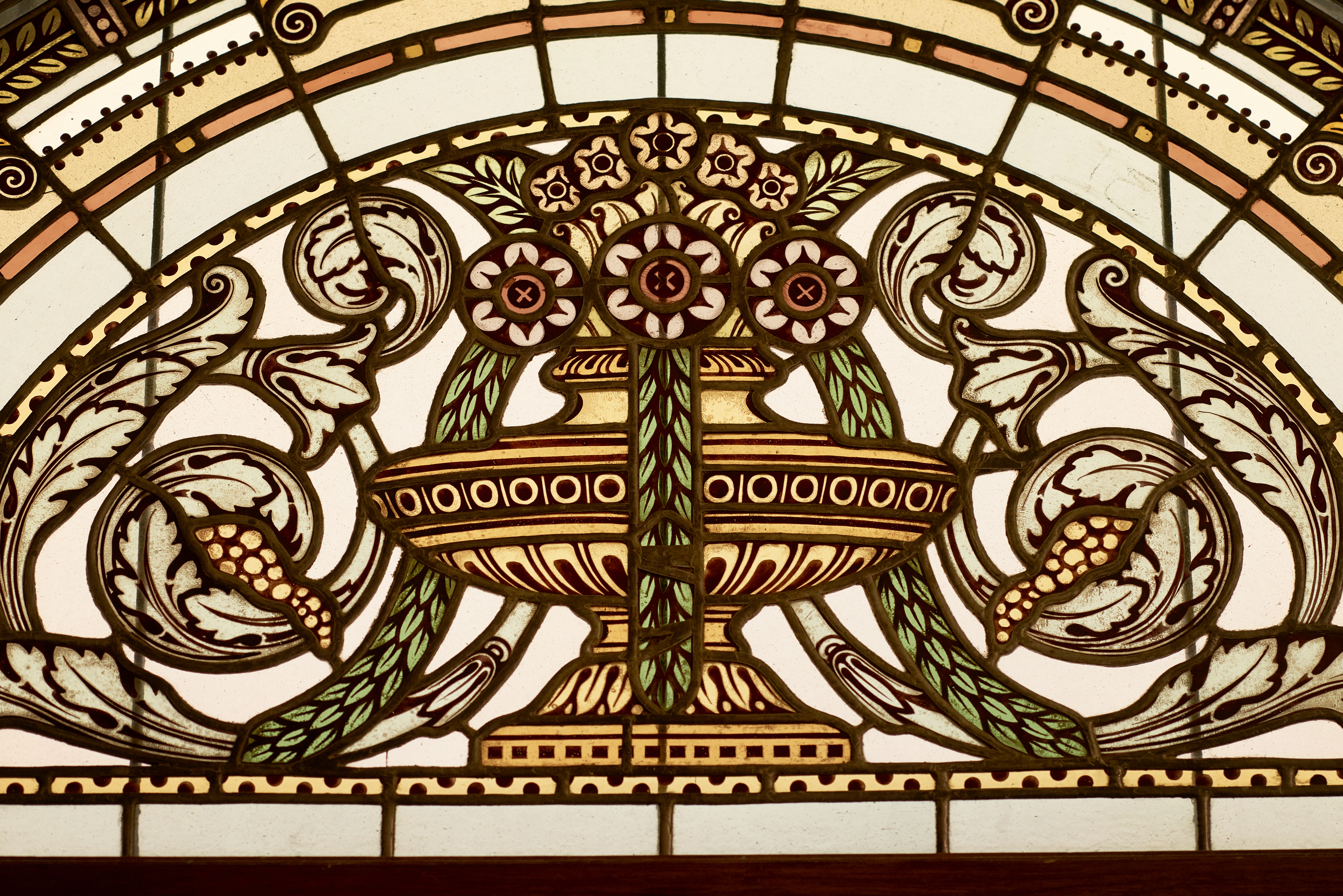 9._stained_glass_art_deco_window_detail_by_glass_artist_miksa_roth_vaci1_budapest_hungary